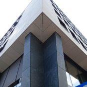 Trosselfels Classic/ Verde Vittoria - Vorgehängte und hinterlüftete Fassade, Oberfläche geschliffen