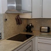 Ivory Cream - Flächenbündig eingelassenes Kochfeld; Wandverkleidung