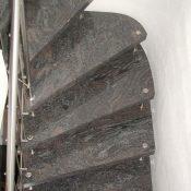 Paradiso - Freitragende Bolzentreppe mit rundem Wandverlauf