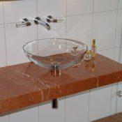 Rossa Alicante - Auf Gehrung verklebte Kante; aufgesetztes Glasbecken