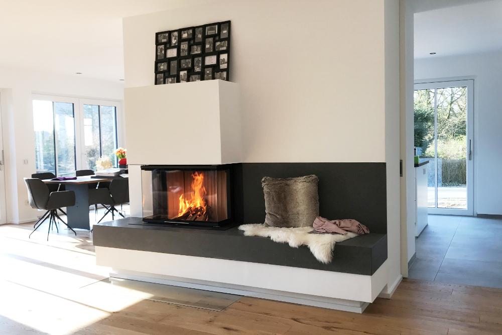 Basaltina - Moderner Kamin mit Sitzbank